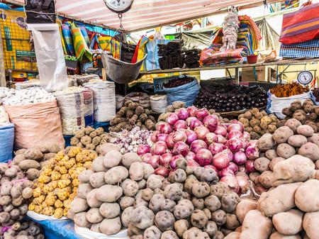 Foto 01 Puesto De Patatas En Un Mercado De Arequipa