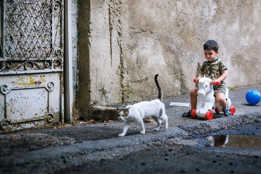 Los niños ya no juegan casi en la calle y eso es malo para ellos