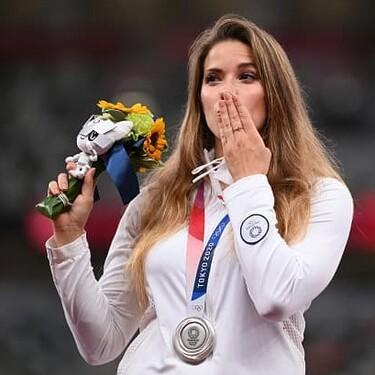 """""""El valor real de una medalla permanece en el corazón"""": palabras de la olímpica que subastó su plata para salvar a un bebé"""