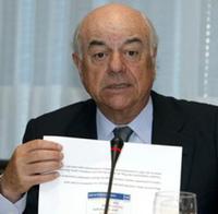 El presidente del BBVA culpa a los altos sueldos