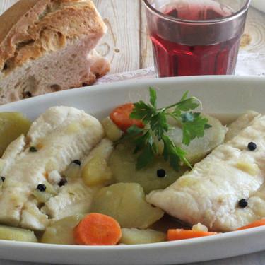 Cómo cocinar pescado hervido sin que parezca comida de hospital