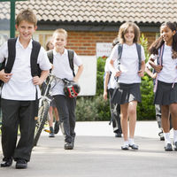 Uniformes unisex para la escuela y el trabajo, el debate llega al Congreso