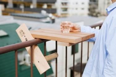 Sky Deck, mini mesa de Torafu para terrazas y barandillas