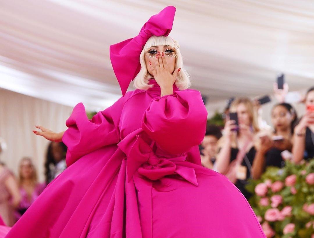 cc5d51644 La celebridad Lady Gaga en la alfombra roja de la Gala MET 2019.