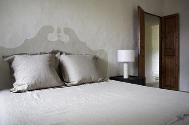 Hazlo tú mismo: Un cabecero barroco pintado en la pared
