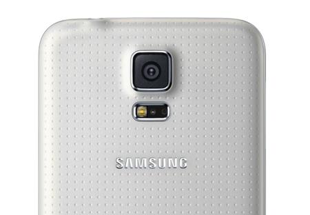 Samsung se topa con dificultades fabricando la cámara del Galaxy S5, según medios coreanos