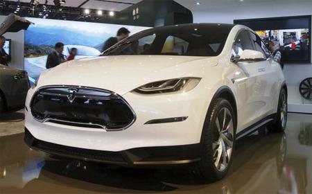 Tesla muestra una nueva versión del Model X en Detroit