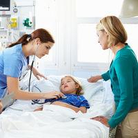 Los niños con cáncer ingresados en la UCI podrán estar 24 horas con sus padres