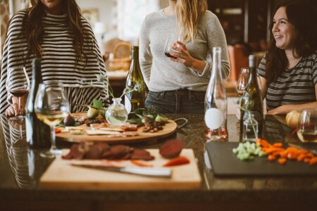 Las mejores recetas e ideas para organizar cenas de verano con tan solo una plancha