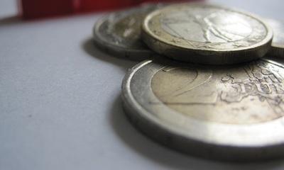 ¿Quién asume el riesgo de crédito en los préstamos ICO instrumentalizados para el pago de proveedores?