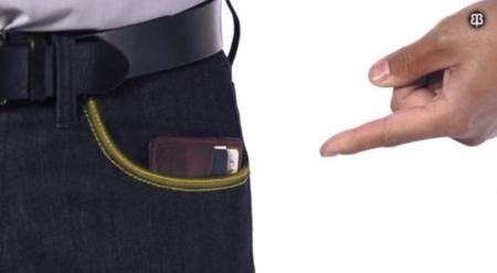 """Estos vaqueros protegen tus tarjetas y tu pasaporte electrónico de robos """"inalámbricos"""""""
