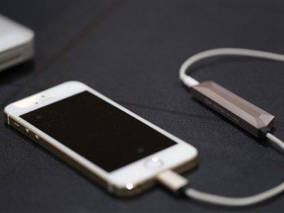 Aqua es un DAC y amplificador minimalista con el que mejorar el sonido de tu smartphone