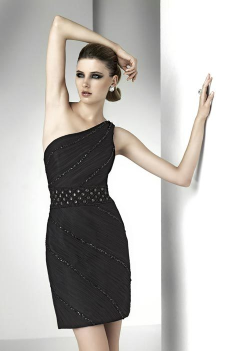 Foto de Moda de fiesta Navidad 2011, 20 vestidos negros de fiesta: homenaje al little black dress (9/20)