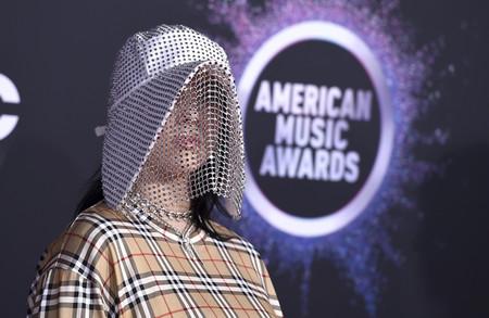 Billie Eilish se viste de apicultora y nos deja totalmente descolocados en la alfombra roja de los Premios AMAs 2019