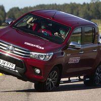 Video: Así de desastrosa es la Toyota Hilux en maniobras de emergencia