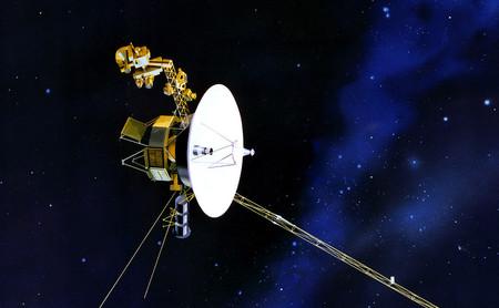 Voyager 2: lo que sabemos del espacio interestelar gracias a los datos que aún nos envía después de más de 40 años de viaje