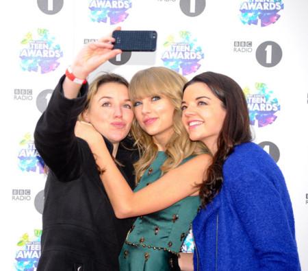 ¿Taylor Swift o las británicas de moda? La alfombra roja se viste de fiesta