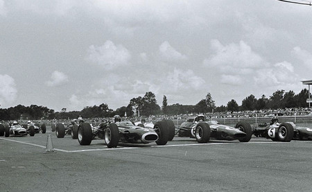 Campeonatos nacionales de Fórmula 1: Tasman Series; relajación y competitividad