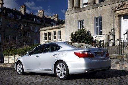 Lexus tendrá una pintura anti-arañazos en los LS