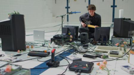 Nuevo uso para consolas y gadgets vintage: ¿instrumentos de rock?