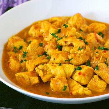 Receta de pollo al curry en 10 minutos (con vídeo incluido)