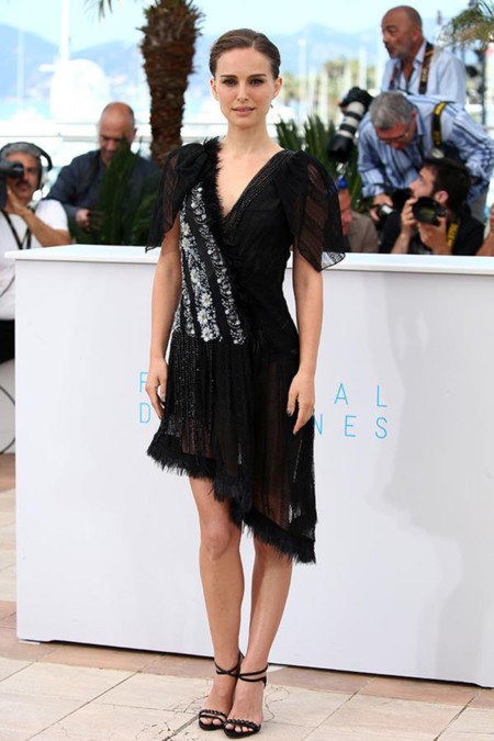 Natalie Portman Photocall Cannes 2015 Rodarte A Tale Of Love And Darkness 2