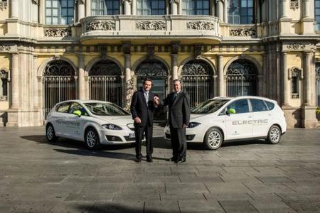 SEAT suministra un coche eléctrico y un híbrido enchufable al puerto de Barcelona
