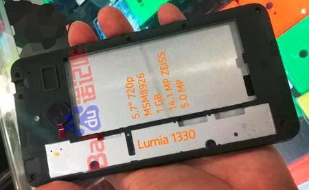 Se filtran especificaciones y una nueva imagen con las tripas del supuesto Lumia 1330