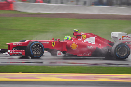 Felipe Massa espera quedarse en Ferrari en 2013