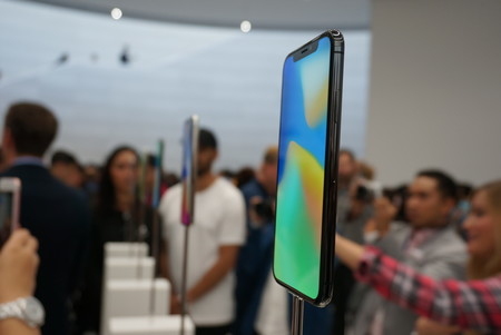 Todos a sus puestos de combate: Apple comienza a enviar el iPhone X a los primeros clientes en Europa