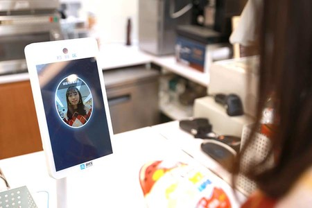 Ni efectivo ni tarjeta ni móvil: en China pagan con una sonrisa mediante reconocimiento facial