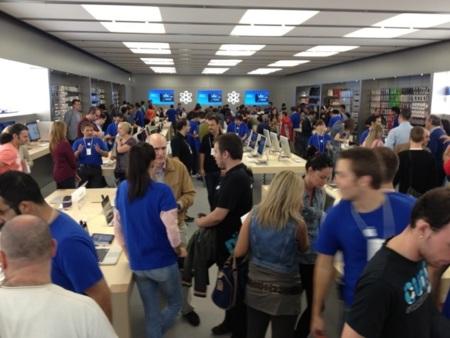 Y ya van diez: imágenes de la apertura de la Apple Store en Zaragoza esta mañana