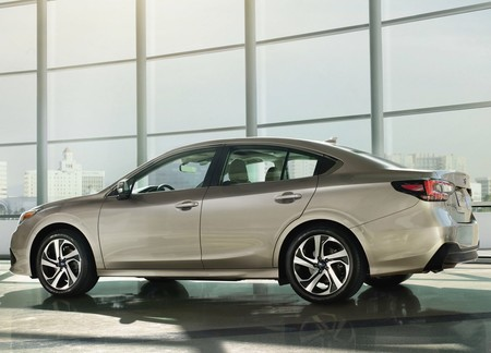 Subaru Legacy 2020 1600 02