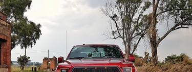 Probamos la Ford Raptor, un monstruo con dos turbos, capaz de todo y sin miedo a nada