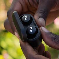 O pagas todos los meses, o dejan de funcionar: así son los auriculares por suscripción que nos propone Nura
