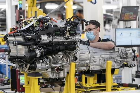 Primer Aston Martin Dbx Sale De La Linea De Produccion 5