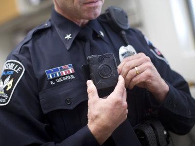 En 2017 las cámaras de los policías en EE.UU. podrían transmitir en directo vía internet