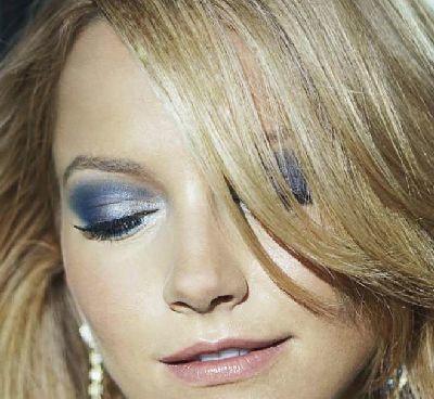 Look ahumado en tonos azules