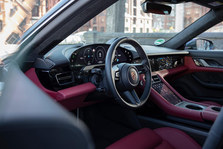 Foto de Porsche Taycan prueba contacto (70/275)