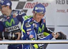 Valentino Rossi y su segunda juventud. Si se queda en MotoGP es para ganar
