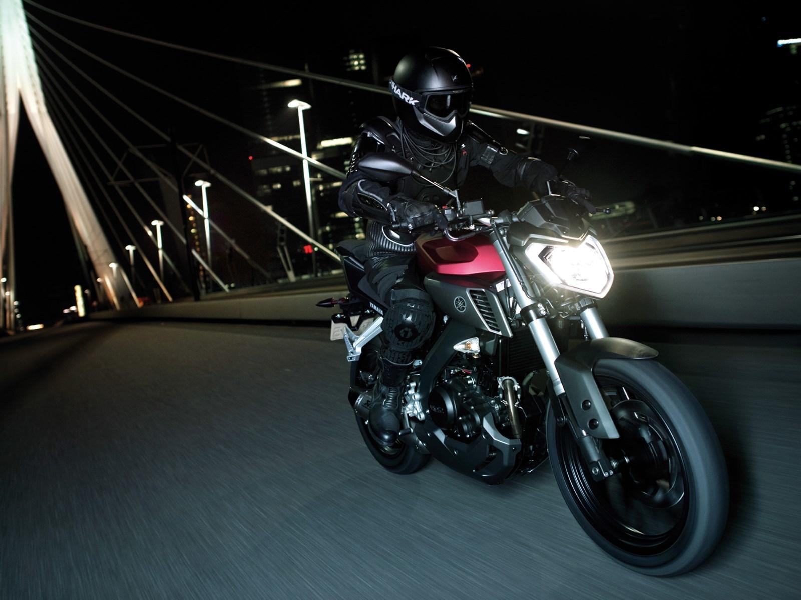 Foto de Yamaha MT-125 en acción (12/17)