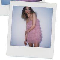 Este es el vestido (rosa) de Zara que triunfa en el street style... y que todavía está disponible