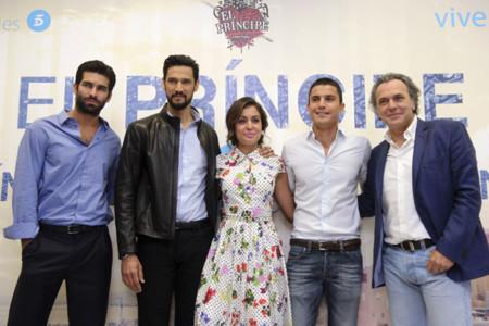 Hiba Abouk acierta con su estilismo de Oscar de la Renta