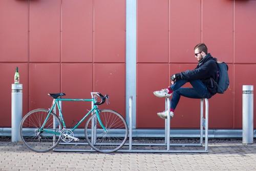 Circular en bici por la ciudad sin que te caiga una multa: esto es todo lo que debes saber
