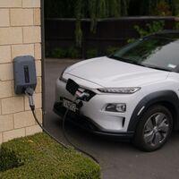 Los precios de los coches eléctricos corren el riesgo de dispararse, y la razón está en el ADN de sus baterías
