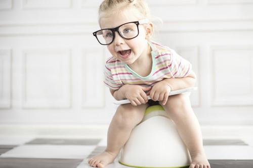 Pañales, orinales y pantalones rotos: las diferentes formas de aprender a ir al baño en el mundo pueden ayudar a los padres a que se relajen