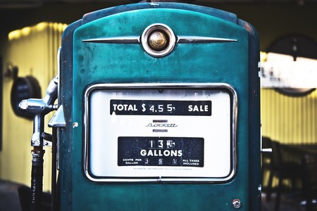 Roban 120.000 litros de combustible después de que las gasolineras olvidaron cambiar el PIN por defecto de las bombas