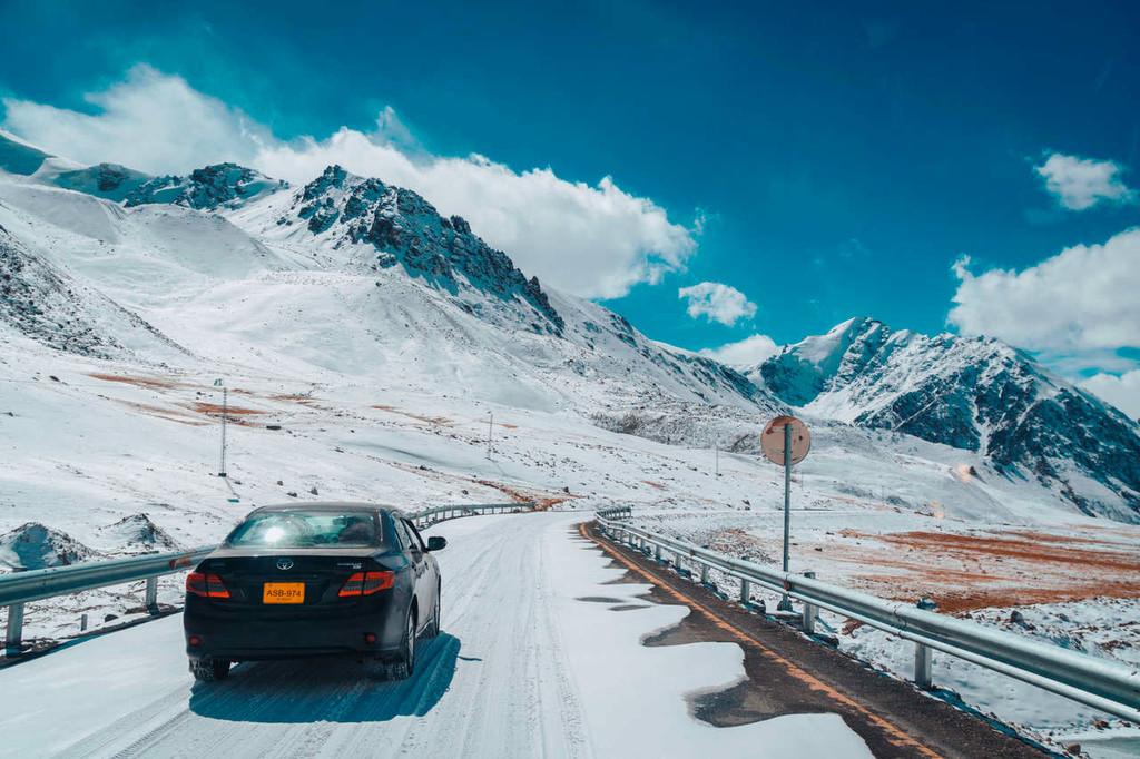 La carretera de Karakorum no tiene medallas, pero es una autopista de récord: 1.300 kilómetros, 5 ochomiles y curvas imposibles