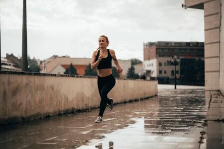 Correr contra la lluvia y el viento: trucos y consejos para seguir disfrutando de tu entrenamiento de running