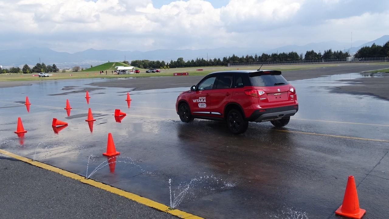 Foto de Suzuki Vitara Turbo prueba de manejo (4/18)